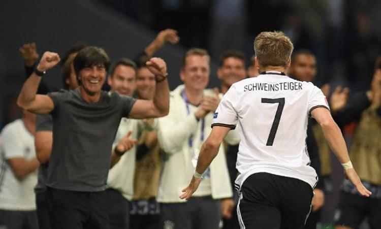 EM 2016: Jubel nach Schweinsteigers Tor