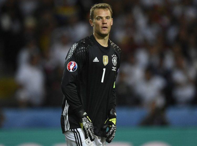 Manuel Neuer hatte keinen ruhigen Abend gegen die Ukraine im Stade Pierre Mauroy in Lille am 12.Juni 2016. / AFP PHOTO / MARTIN BUREAU