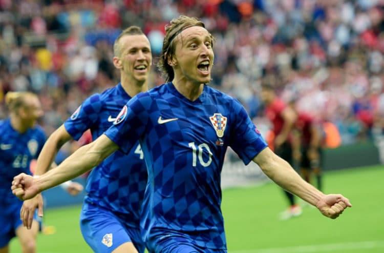 Luka Modric feiert sein 1:0 gegen die Türkei./ AFP PHOTO / BULENT KILIC