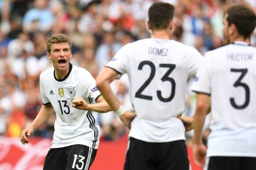 Germany's midfielder Thomas Mueller (L) reacts towards team mates during the Euro 2016 group C football match between Northern Ireland and Germany at the Parc des Princes stadium in Paris on June 21, 2016. / AFP PHOTO / PATRIK STOLLARZ