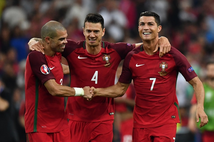 Fußball RTL nitro heute: Portugal gegen Ungarn - der Europameister in der WM 2018 Quali: Portugal mit Pepe, Fonte und Cristiano Ronaldo in der WM 2018 Qualifikation. / AFP PHOTO / BERTRAND LANGLOIS