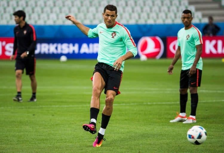 Portugal's Stürmer Cristiano Ronaldo heute Abend im Fokus der Medien - wird er Portugal heute zum Sieg schießen? / AFP PHOTO / ODD ANDERSEN