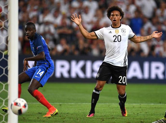 Leroy Sane beim EM-2016 Halbfinale gegen Frankreich. / AFP PHOTO / PATRIK STOLLARZ