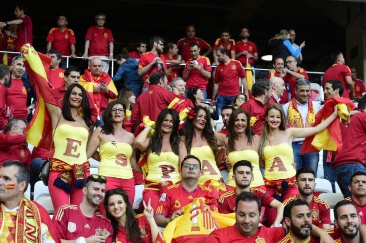 Spanische Fans  / AFP PHOTO / TOBIAS SCHWARZ