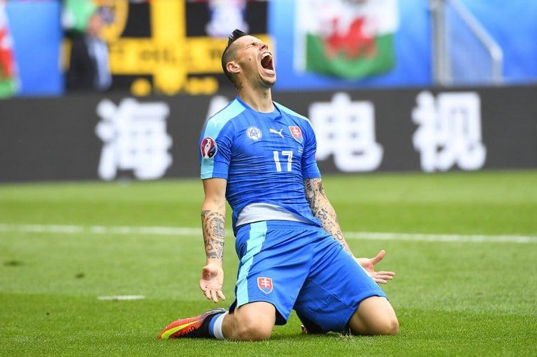 Vorbei! Das was die 1.Großchance! Der Slovake Marek Hamsik beim Länderspiel gegen Wales im Stade de Bordeaux in Bordeaux am 11.Juni 2016. / AFP PHOTO / Joe KLAMAR