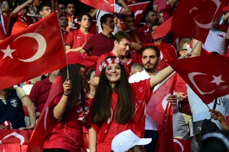 Türkische Fußballfans / AFP PHOTO / TOBIAS SCHWARZ