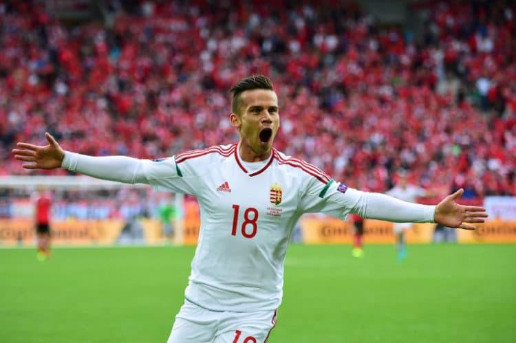 Ungarns Zoltan Stieber feiert das 2:0 gegen Österreich im Matmut Atlantique stadium in Bordeaux  / AFP PHOTO / Attila KISBENEDEK