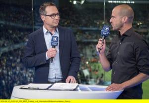 ^ARD Live Stream heute: Länderspiel Deutschland gegen Italien - Matthias Opdenhövel (l.) und Mehmet Scholl (r.) melden sich heute wieder im TV - Foto: ARD / WDR