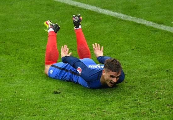 Antoine Griezmann erzielt das 4:0 gegen island im Stade de France in Saint-Denis, nahe Paris. Francisco LEONG / AFP