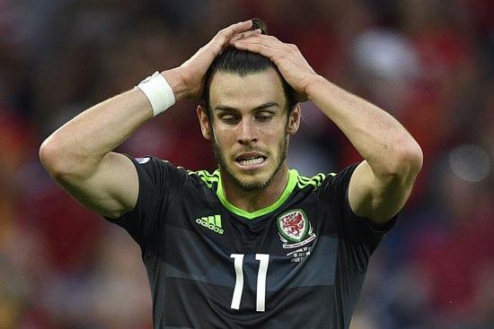 Wales' Gareth Bale verzweifelt: 4 Torchancen, aber kein Ball zappelt im Netz - die WM Quali ist nicht gelungen! / AFP PHOTO / MARTIN BUREAU