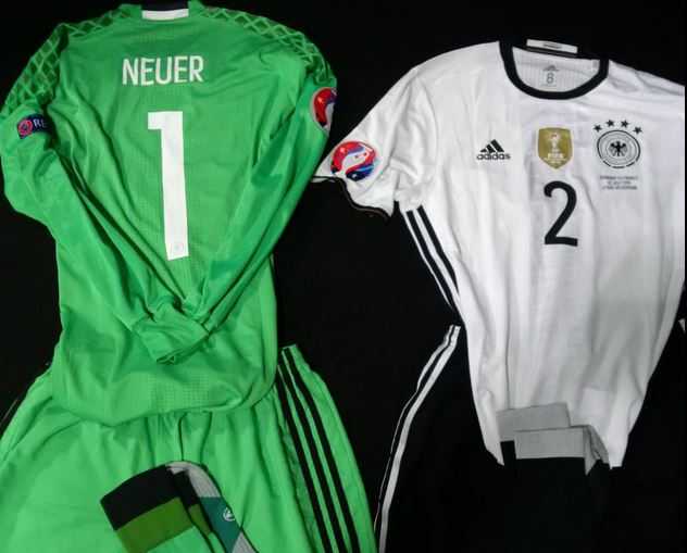 EM Trikots im EM Halbfinale ** Frankreich oder Deutschland