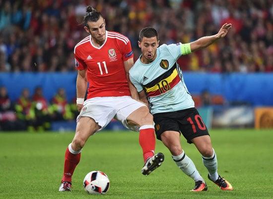Eden Hazard gegen Gareth im Zweikampf. PHILIPPE HUGUEN / AFP
