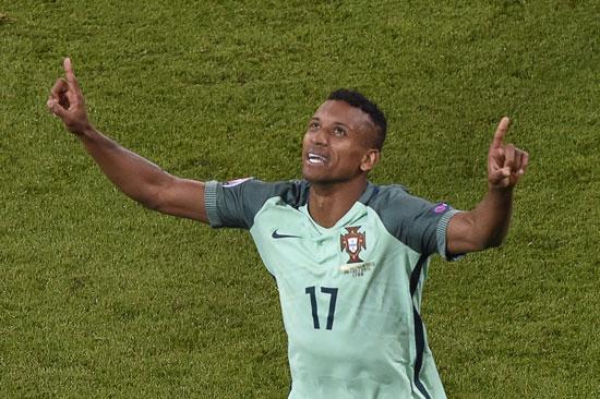 Portugal's Nani feiert das 2:0 gegen Wales! / AFP PHOTO / JEAN-PHILIPPE KSIAZEK