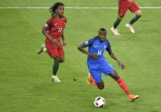 Portugal's Renato Sanches und der Franzose Blaise Matuidi im EM-Finale. PHILIPPE LOPEZ / AFP