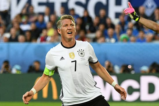 Schweinsteiger - fast Torschütze! VINCENZO PINTO / AFP