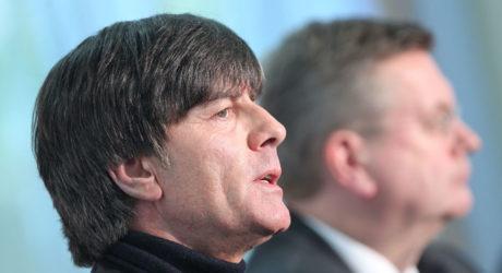 Vertragsverlängerung * Jogi Löw bleibt bis zur EM 2020 Bundestrainer !