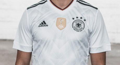 Das neue DFB-Trikot 2017 ** In welchem Trikot spielt Deutschland heute?