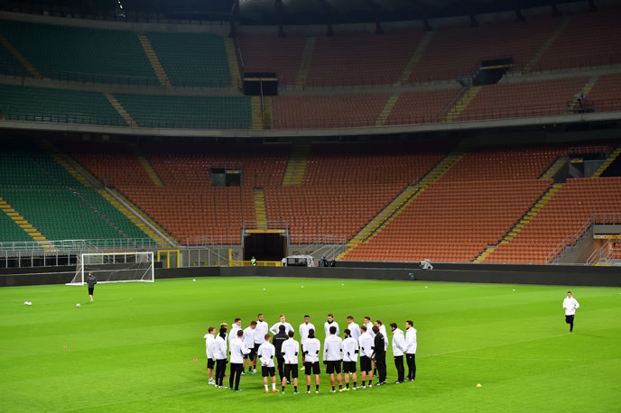 Liveticker heute Italien gegen Deutschland: Die deutsche Mannschaft beim Abschlußtraining im San Siro Stadium am 14.November 2016 in Mailand. / AFP PHOTO / GIUSEPPE CACACE