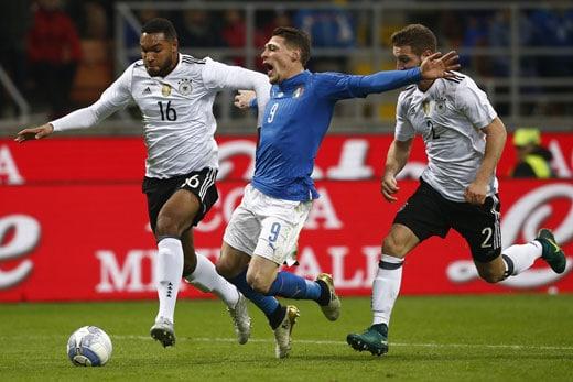 Abwehrspieler Jonathan Tah gegen Andrea Belotti am 15. November 2016 in San Siro Stadium in Mailand. MARCO BERTORELLO / AFP