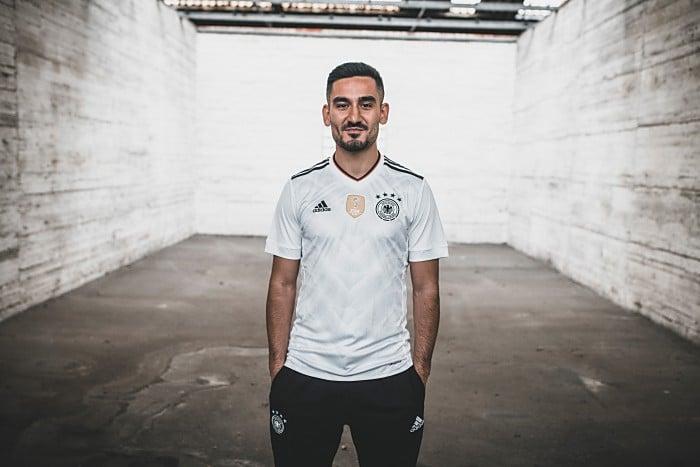 Ilkay Gündogan im neuen DFB Trikot 2017 (Copyright adidas presse)