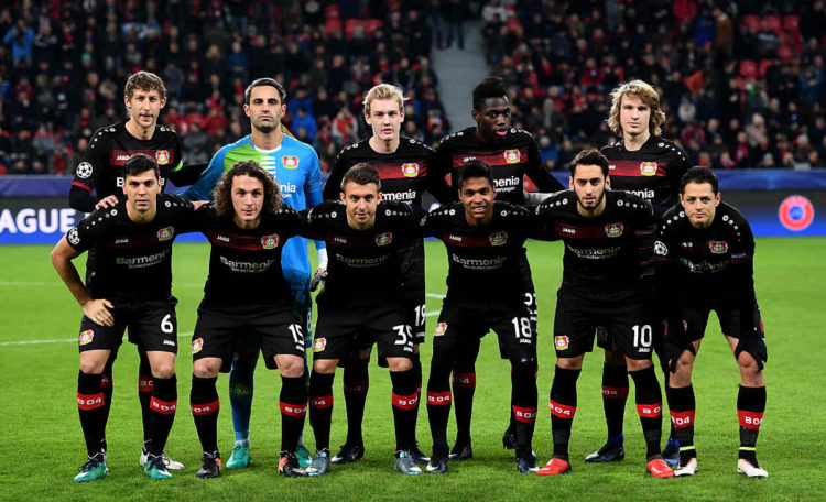 Leverkusen´s Startaufstellung in der UEFA Champions League gegen den AS Monaco FC in Leverkusen am 7. Dezember 2016. / AFP PHOTO / PATRIK STOLLARZ