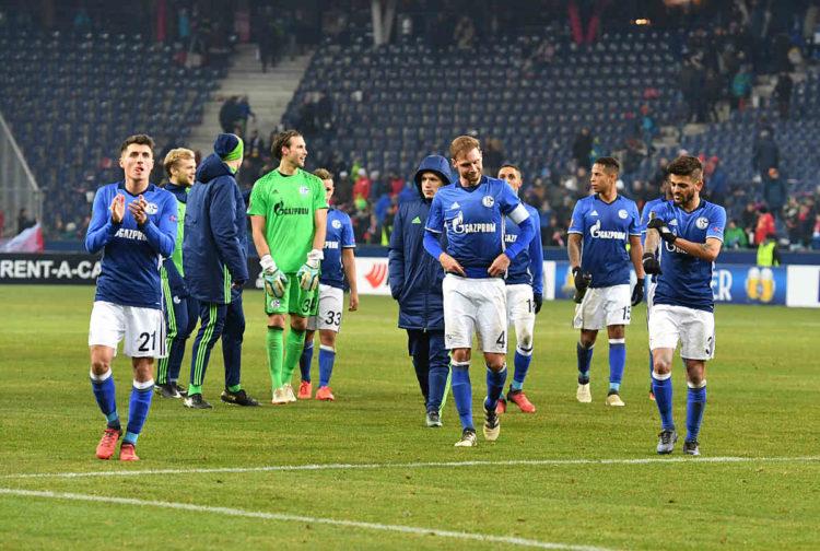 Der Schalke 04 in der Saison 2016/2017 im Heimtrikot (Foto AFP)