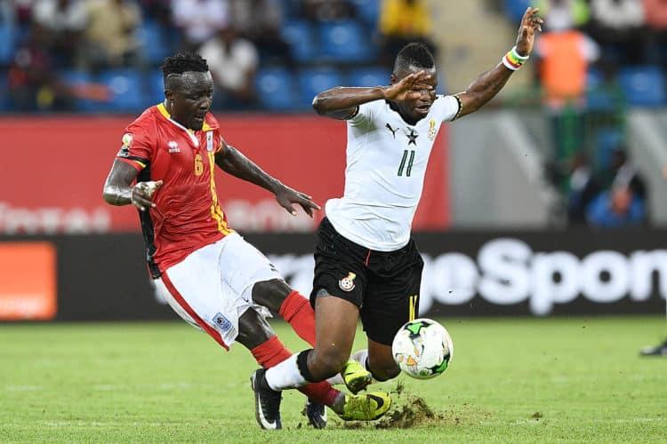 Uganda's Mittelfeldspieler Tony Mawejje (L) gegen Ghana's Mubarak Wakaso beim Africa Cup of Nations 2017 in Port-Gentil am 17.Januar 2017. / AFP PHOTO / Justin TALLIS