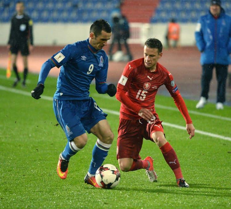 Jan Sykora aus Tschechien (R) gegen Namik Alaskarov aus Aserbaidschan am 11.Oktober 2016. / AFP PHOTO / Michal CIZEK