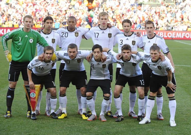 Deutschland gegen England im WM-Achtelfinale am 27.Juni 2010 at Free State stadium in Mangaung/Bloemfontein. AFP PHOTO / JOHN MACDOUGALL