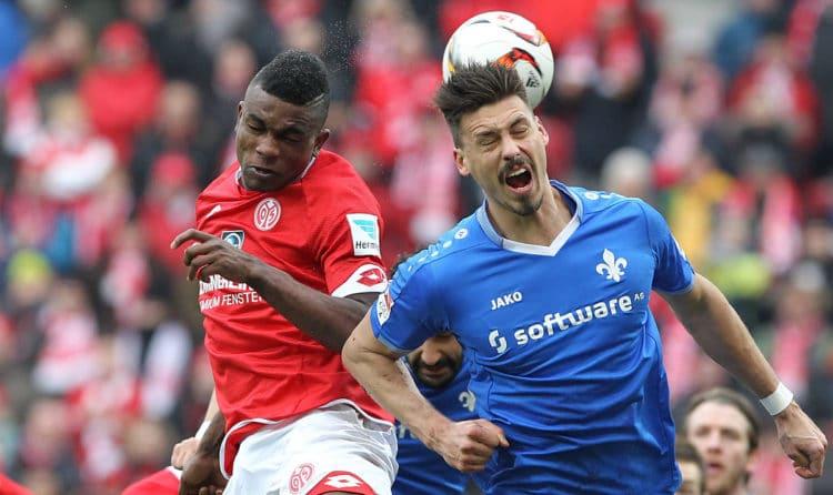 Mainz' Jhon Andres Cordoba (L) und Darmstadt's Stürmer Sandro Wagner, der heute bei 1899 Hoffenheim spielt am 6.März 2016. / AFP PHOTO / DANIEL ROLAND