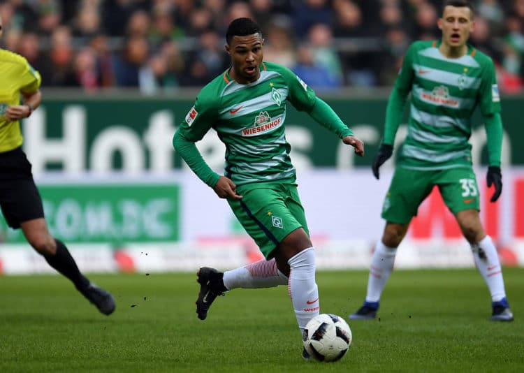Bremen's Serge Gnabry gegen den FC Bayern München am 28.Januar 2017. / AFP PHOTO / PATRIK STOLLARZ