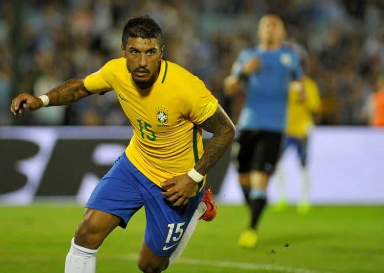 Brasiliens Paulinho feiert seinen Hattrick gegen Uruguay am 23.März 2017. / AFP PHOTO / DANTE FERNANDEZ