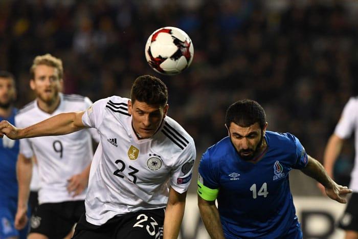 Mario Gomez trifft per Kopf zum 3:1 Halbzeitstand! (Foto AFP PHOTO / Kirill KUDRYAVTSEV)