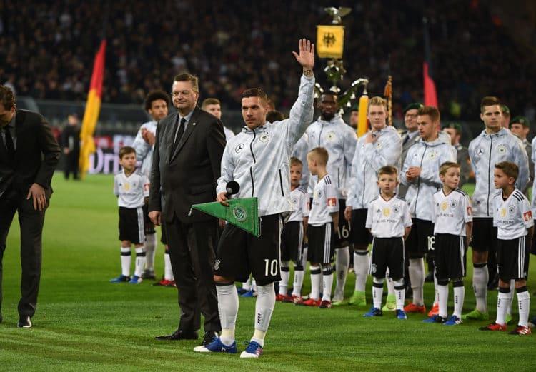 Podolski bei seiner Verabschiedung durch den DFB. PATRIK STOLLARZ / AFP