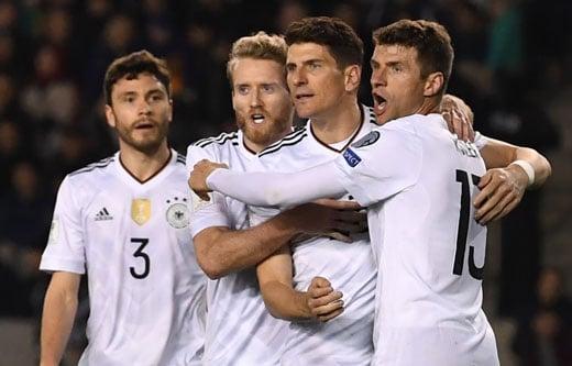 Die vier Hauptdarsteller beim 4:1 über Aserbaidschan. V.l.n.r.: Jonas Hector, André Schürrle, Mario Gomez, Thomas Müller. PHOTO AFP.