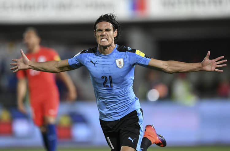 Uruguay's Edinson Cavani feiert in der WM 2018 Qualifikation. / AFP PHOTO / Martin BERNETTI