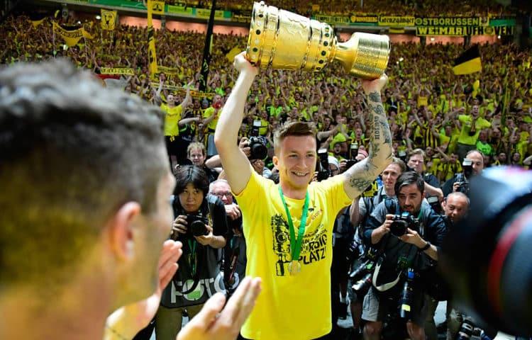Fußball heute Abend: Wer gewinnt den DFB-Pokal? Nach 2017 könnte der BVB wieder den Pott holen! Photo: AFP.