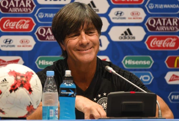 Bundestrainer Löw freut sich auf die WM 2018 in Russland - die Titelverteidigung der WM 2014 steht an - natürlich ist Deutschland nach dem Gewinn des Confed Cups der Titelanwärter 2018. / AFP PHOTO / PATRIK STOLLARZ