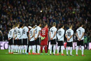 Die deutsche Nationalmannschaft vor dem Anstoß (Foto AFP)