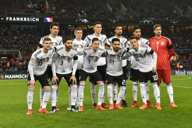 Die deutsche Startaufstellung gegen Frankreich am 15.11.2017 (Foto AFP)