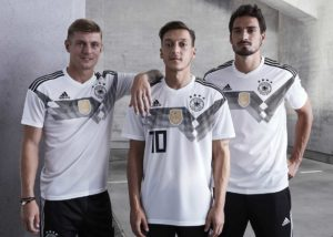 Das neue Deutschland Trikot 2018 - Kroos, Özil und Hummels präsentierten im November 2018 das neue adidas Trikot zur WM 2018 (Quelle & Copyright: adidas presse)