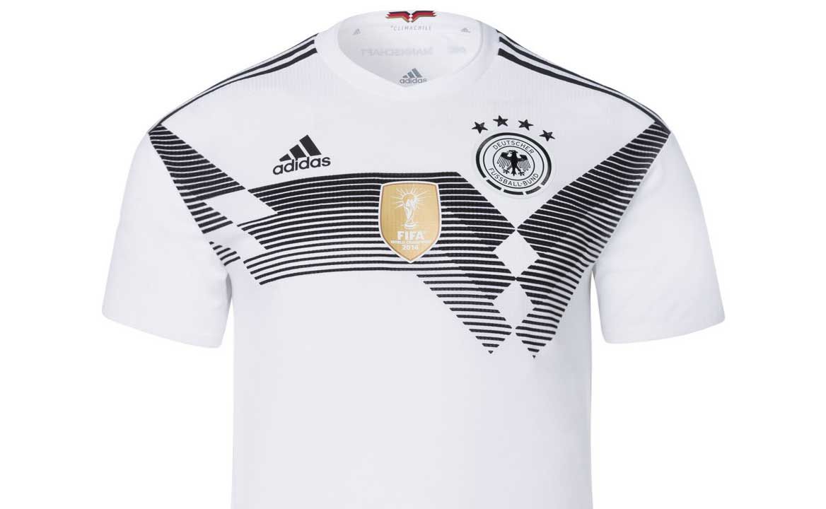 I recently read an article by German politician and historian Björn Höcke  in which he mentions that the German National Team does not wear the  national ... 45680889e