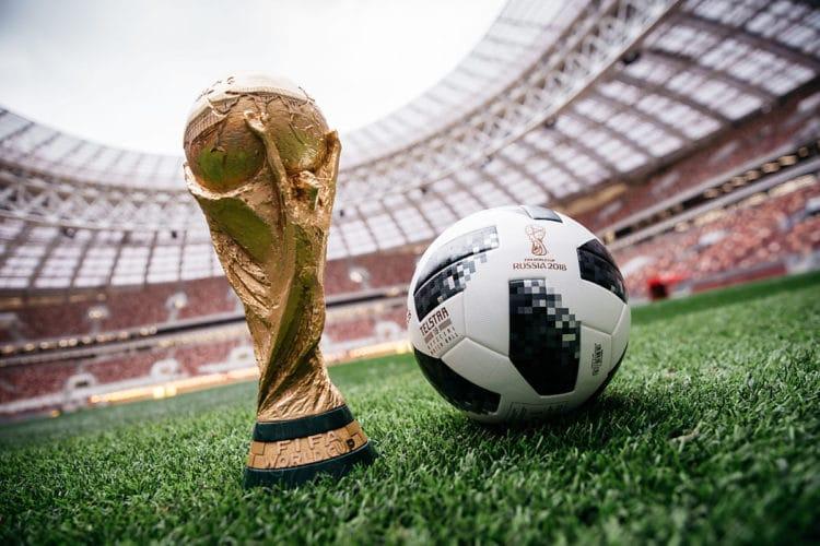 Offizieller Spielball für die FIFA Fussball-Weltmeisterschaft Russland 2018™ - Telstar 18