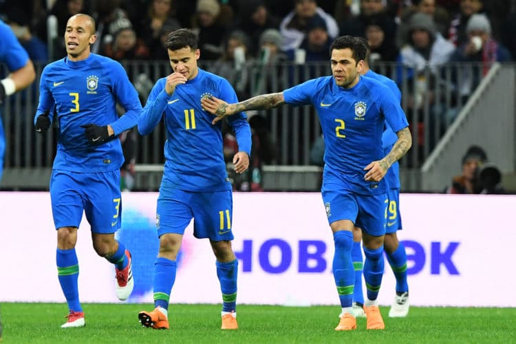 Brasilien jubelt in ihren neuen Nike Auswärtstrikots für die WM 2018. Am Freitg den 23. März konnten sie deutlich mit 3:0 gegen die Auswahl aus Russland im Moskauer Luschniki Stadion gewinnen. / AFP PHOTO / Kirill KUDRYAVTSEV