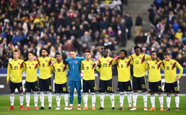 Kolumbiens Mannschaft vor ihrem Freundschaftsspiel gegen Frankreich. Am Ende gewannen die Südamerikaner mit 3:2. Saint-Denis, 23.  März 2018.    / AFP PHOTO / FRANCK FIFE