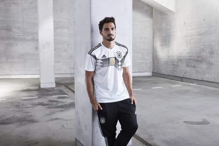 Mats Hummels im neuen Adidas Deutschland WM 2018 Trikot. Photo: Adidas Presse.