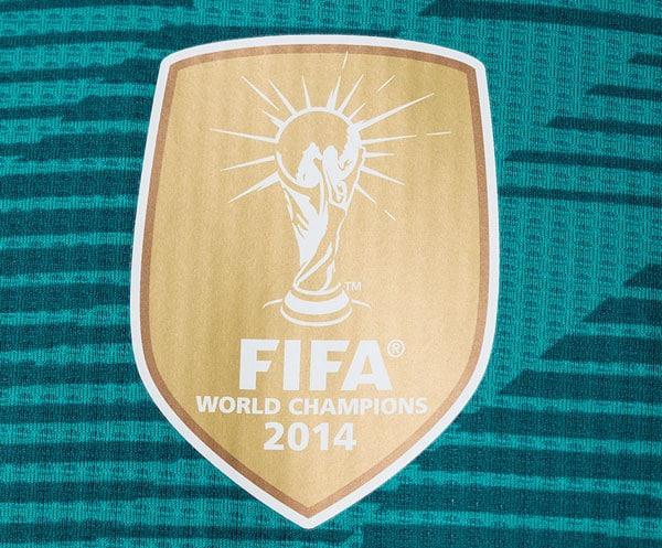 Das goldene FIFA-Badge gedruckt auf dem Authentic Trikot 2018.