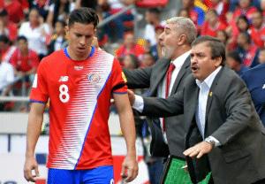 Costa Ricas Trainer ordnet seine Mannschaft. Photo: AFP.