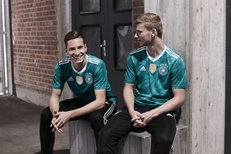 Das neue Auswärtstrikot für die WM 2018 in Russland. Julian Draxler (L) und Timo Werner (R) beim Adidas Fotoshooting. Photo: Adidas Presse.