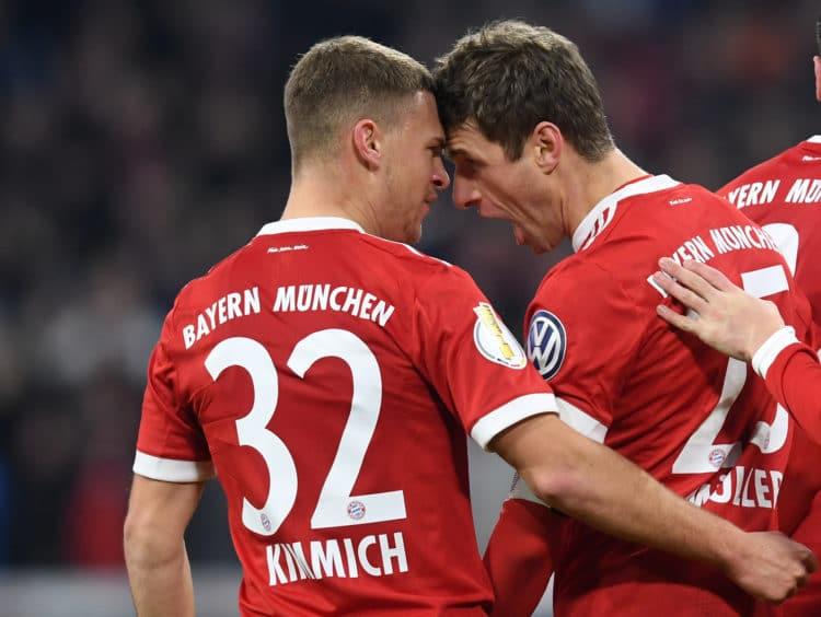 Thomas Müller und Joshua Kimmich dürfen auch bei der Fußball WM 2018 zusammen jubeln / AFP PHOTO / Christof STACHE